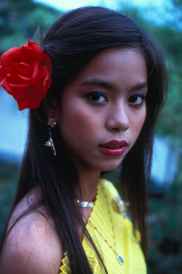 Download this Beautiful Thai Girl Photograph picture