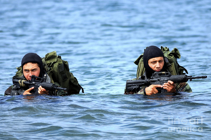 Buds Students Wade Ashore During An Photograph
