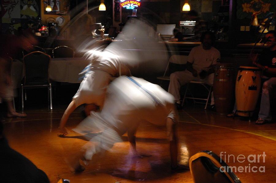 Urban Art Photograph - Capoeira by Carolina Abolio