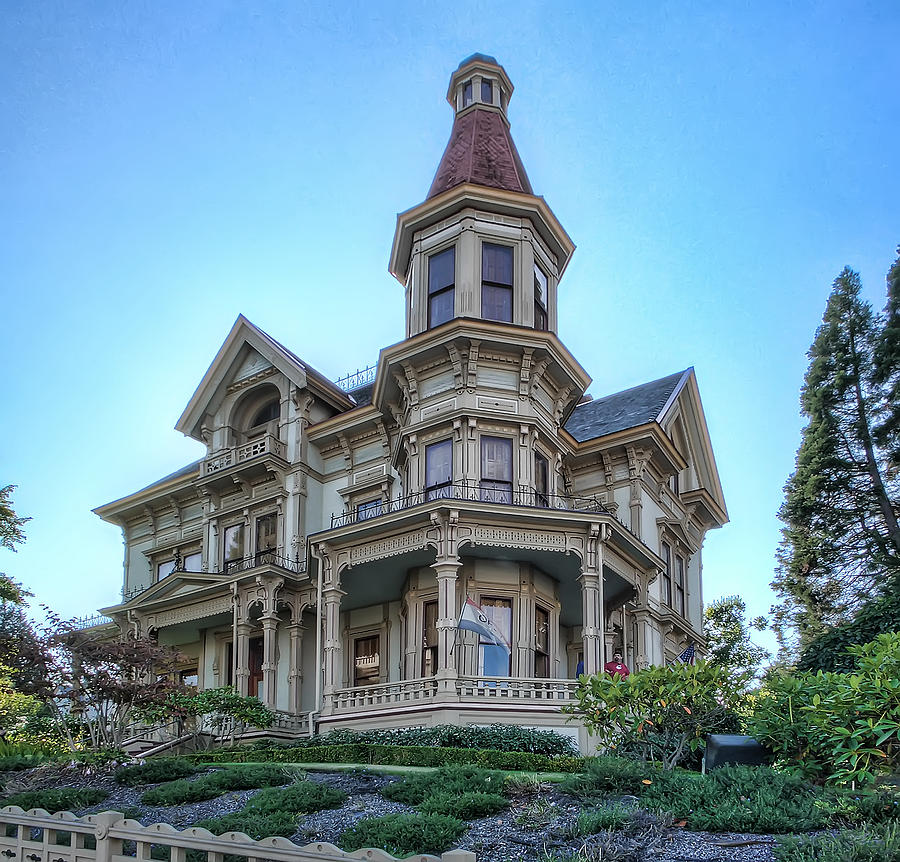 What locations are great for a steampunk photo shoot for Queen anne victorian house