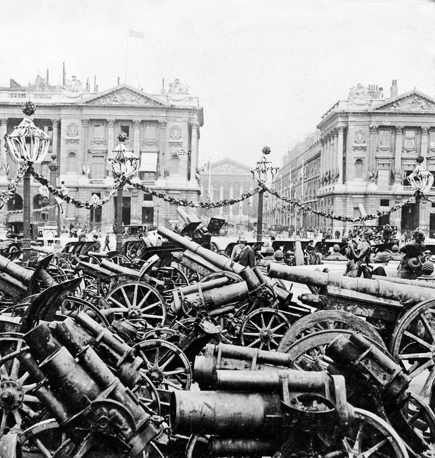Captured German Guns At Palace De La Concorde In Paris - France Photograph