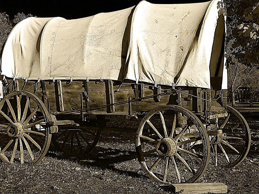 chuck wagons inc Chuck wagons cattle drives lasted weeks or months creating the need to bring quality food to the hardworking men in remote locations along the trail to this end, goodnight bought a civil war surplus studebaker army wagon and redesigned it to store cooking utensils, food or chuck, bedding and more.