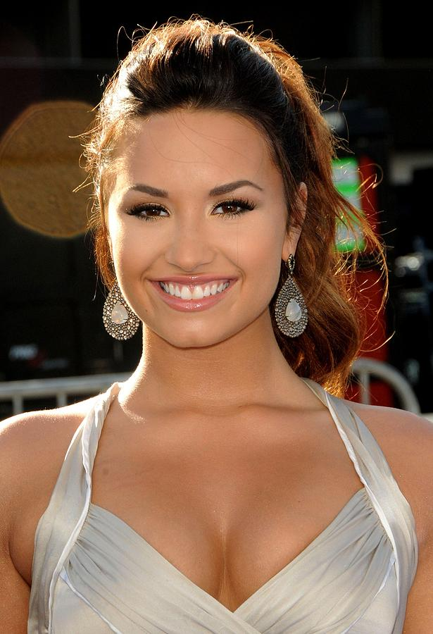 Demi Lovato At Arrivals For 2011 Vh1 Do Photograph  - Demi Lovato At Arrivals For 2011 Vh1 Do Fine Art Print