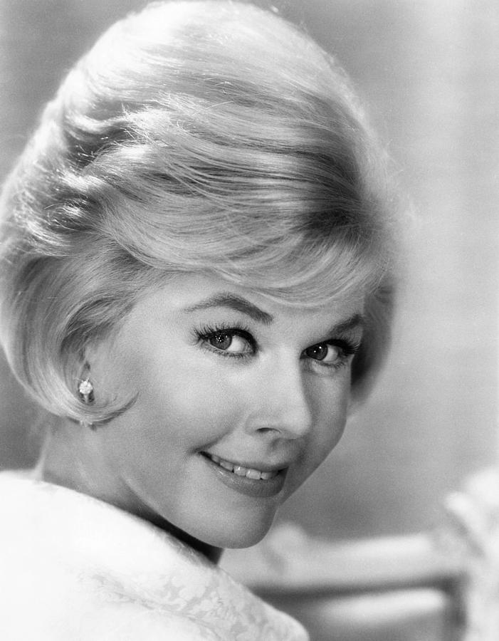 Doris Day Walking Dog Pictures: Alex's Corner: Celebrity Hairstyles.... Part 1