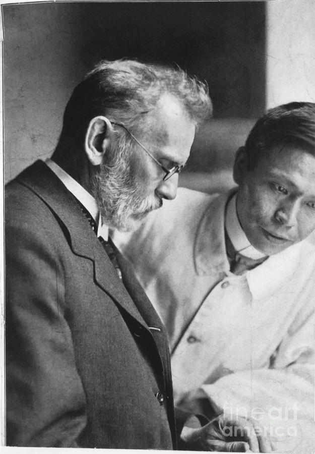 Ehrlich Photograph - Ehrlich And Hata, Discovered Syphilis by Science Source