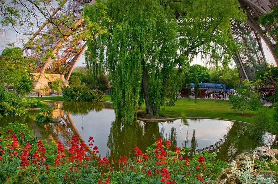 Eiffel reflection pond by kent sorensen for Garden pond kent