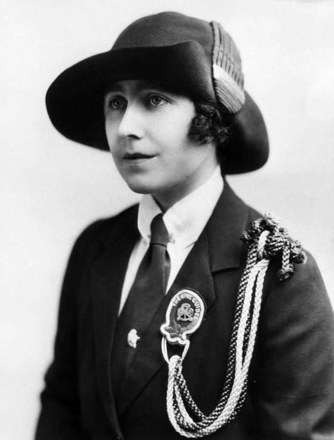 Elizabeth Bowes-lyon 1900-2002, Future Photograph