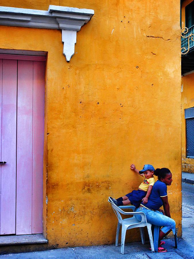 En Las Espaldas De Las Mujeres Photograph