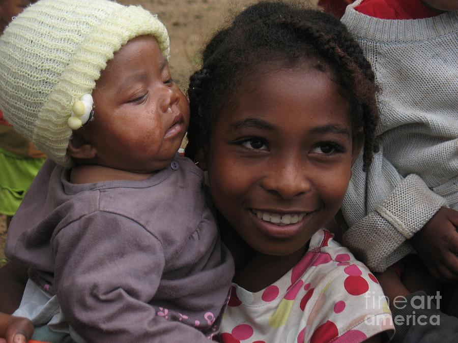Enfants A Madagascar Photograph
