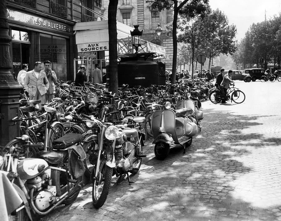 Ev1980 -street Scene In Paris, August Photograph