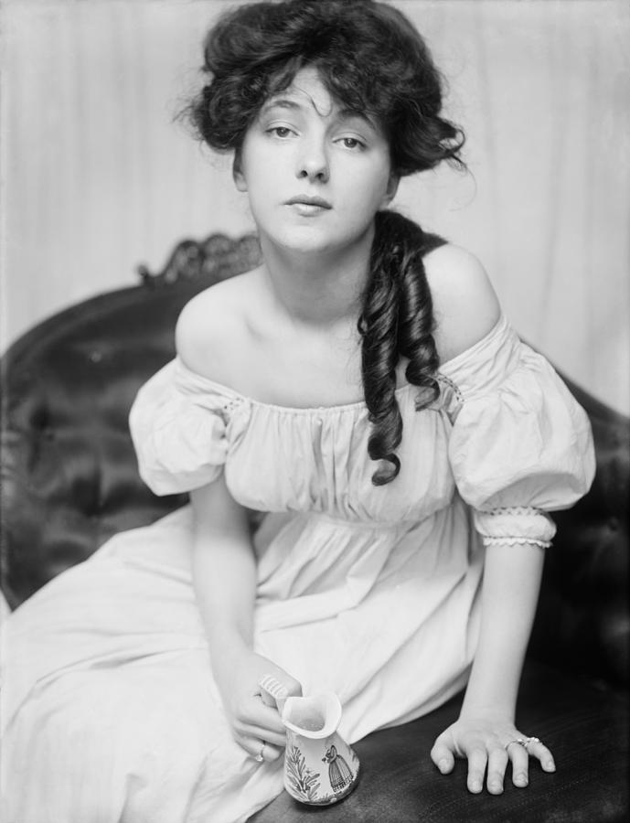 Evelyn Nesbit The Girl In The Red Velvet Swing Photograph