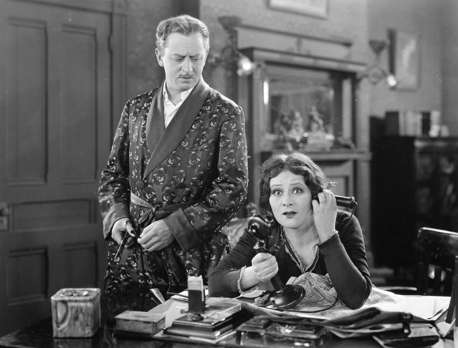 Gravidade, onde tu estás que não te encontro? Film-a-lost-lady-1924-granger