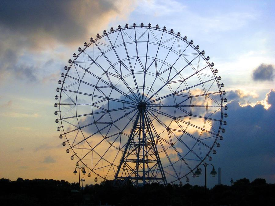 Giant Ferris Wheel At Sunset Photograph