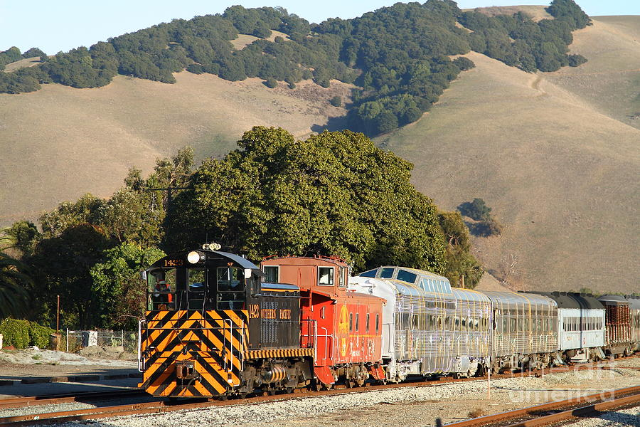 Historic Niles Trains In California . Old Southern Pacific Locomotive And Sante Fe Caboose . 7d10818 Photograph