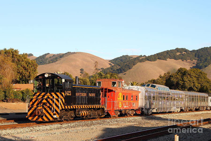 Historic Niles Trains In California . Old Southern Pacific Locomotive And Sante Fe Caboose . 7d10822 Photograph