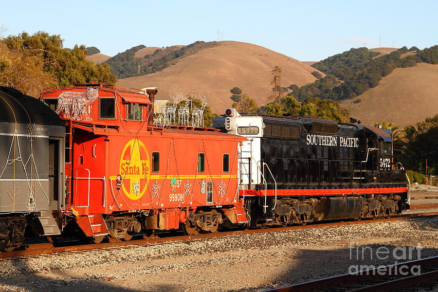 Historic Niles Trains In California . Old Southern Pacific Locomotive And Sante Fe Caboose . 7d10843 Photograph