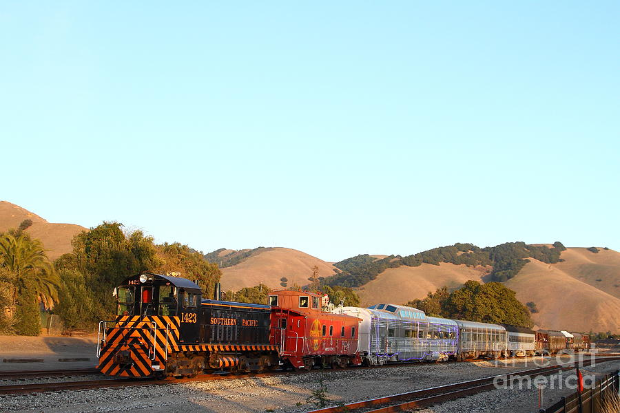 Historic Niles Trains In California . Old Southern Pacific Locomotive And Sante Fe Caboose . 7d10869 Photograph