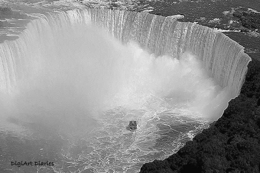 Horseshoe Falls Black And White Digital Art