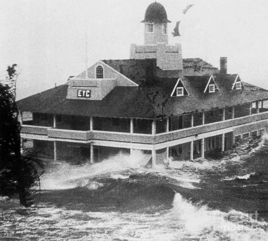 1954 Hurricane Photograph - Hurricane Carol by Science Source