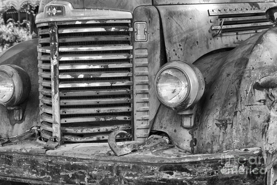 1086 Ih Blac And White : Gallery for gt international trucks logo black and white