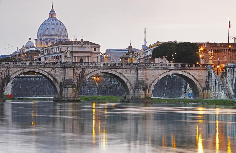 The Vatican Seen Past the Tiber River, Rome, Italy  № 1467650 загрузить