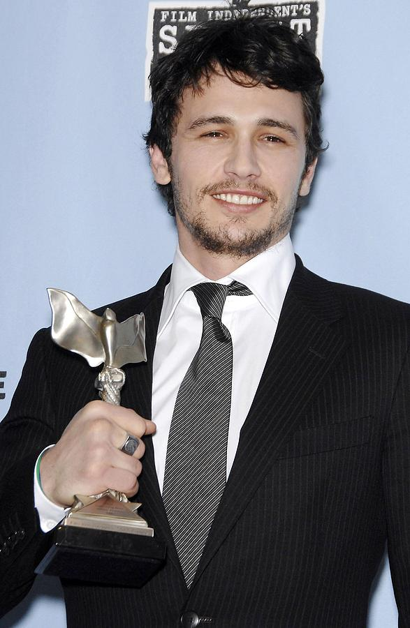 James Franco Photograph - James Franco In The Press Room by Everett