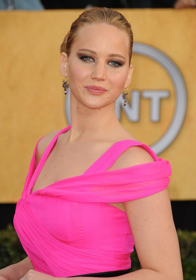 Jennifer Lawrence Wearing An Oscar De Photograph  - Jennifer Lawrence Wearing An Oscar De Fine Art Print