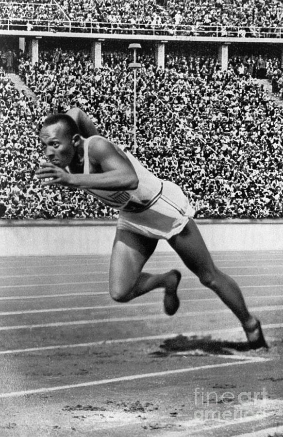 1936 Photograph - Jesse Owens (1913-1980) by Granger