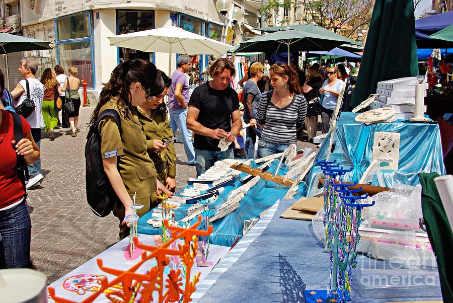 Judaica Artist Mario Pomerantz At Nachalat Benyamin Artist Market Photograph