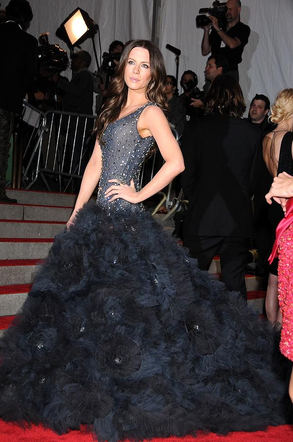 Kate Beckinsale Wearing A Marchesa Photograph  - Kate Beckinsale Wearing A Marchesa Fine Art Print