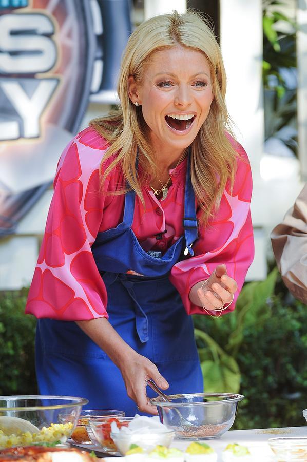 Kelly Ripa Photograph - Kelly Ripa, Hosts The Live With Regis by Everett