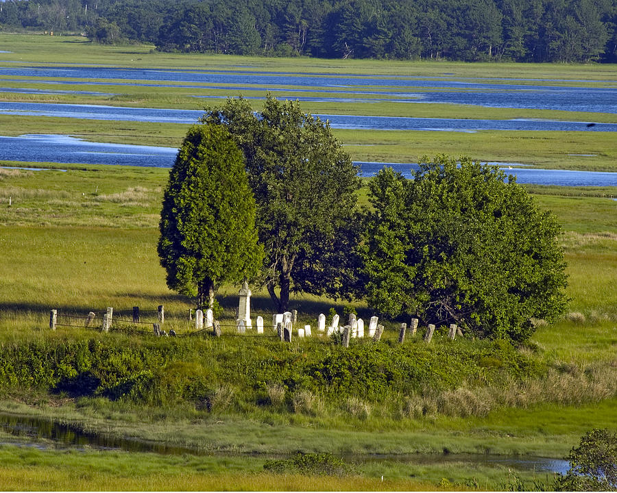 Kennebunkport Photograph - Kennebunkport Farmhouse Graves by Dave Saltonstall
