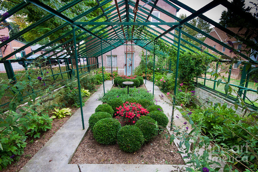 Architecture Photograph - Kentlands Greenhouse by Thomas Marchessault