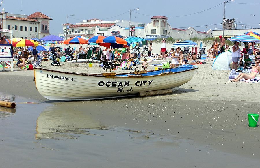 lifeguard-boat-at-ocean-city- ...