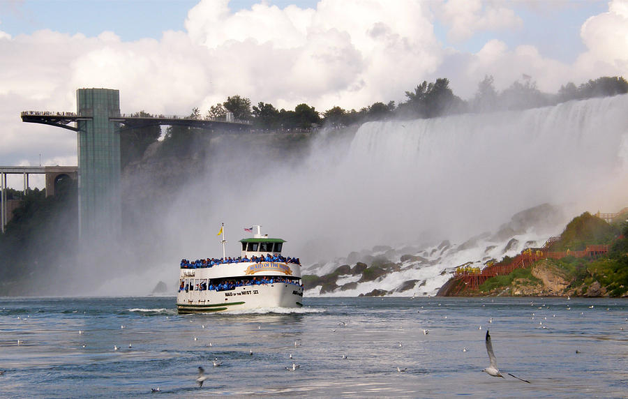 Niagara Falls Photograph - Maid Of The Mist At Niagara Falls by Mark J Seefeldt