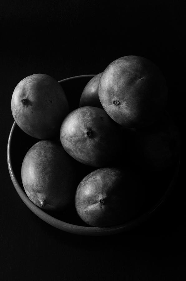 Still Life Photograph - Mangoes by Mauricio Jimenez