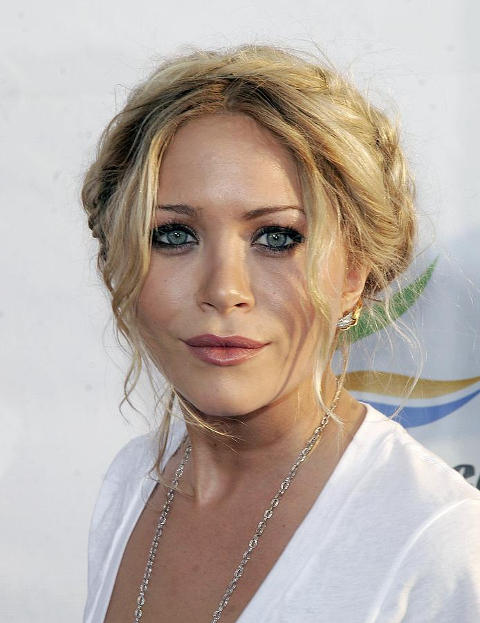 Mary-kate Olsen At Arrivals For Weeds Photograph