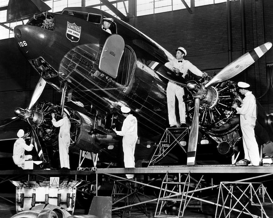 Mechanics Give A United Airlines Photograph