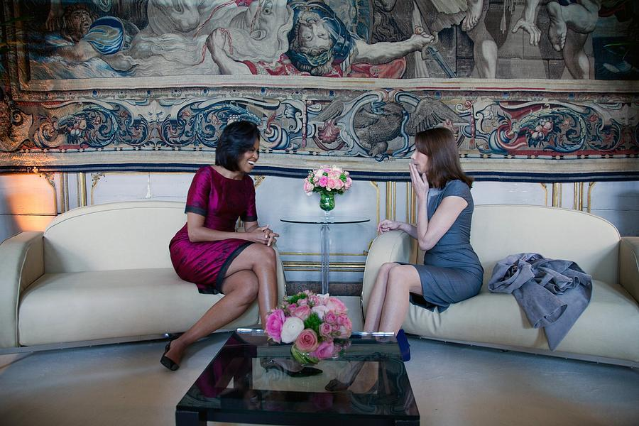 Michelle Obama With Carla Bruni-sarkozy Photograph  - Michelle Obama With Carla Bruni-sarkozy Fine Art Print