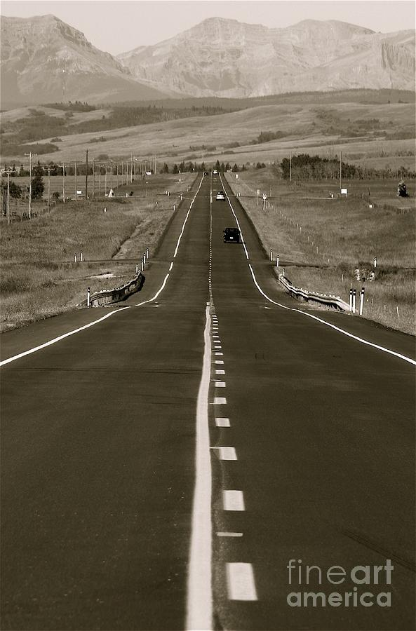 'roads Photograph - Middle Of The Road by David  Hubbs