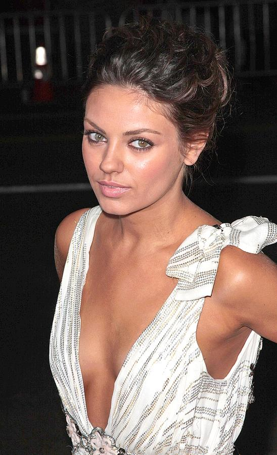 Max Payne Premiere Photograph - Mila Kunis At Arrivals For Max Payne by Everett