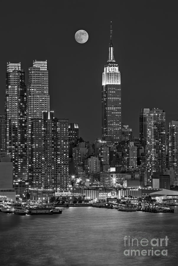 Moonrise Along The Empire State Building Bw  Photograph