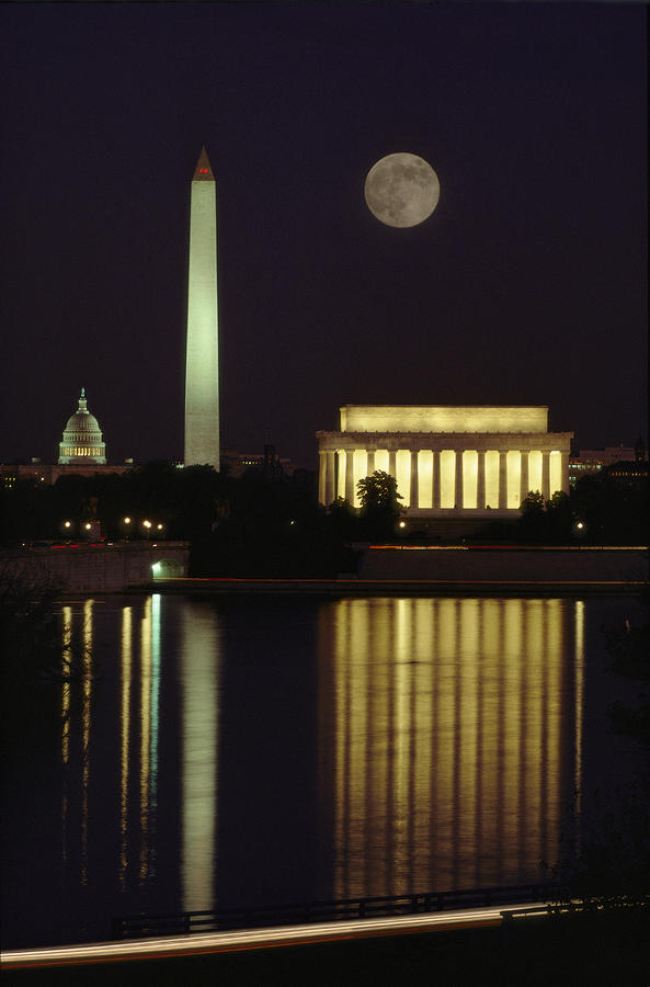 Moonrise Over The Lincoln Memorial Photograph