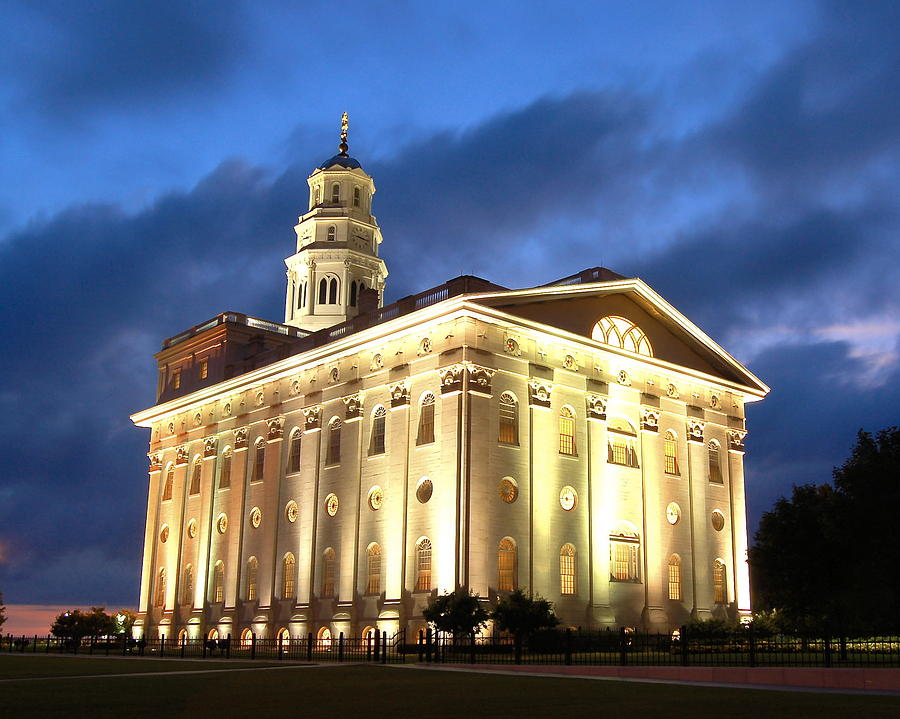Nauvoo Temple by John Wunderli: fineartamerica.com/featured/nauvoo-temple-john-wunderli.html