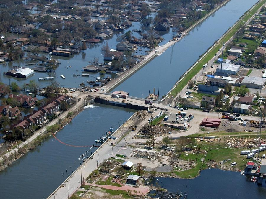 levee and new orleans