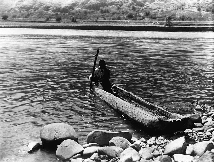 Nez Perc� Canoe. Nez Perc� Man Photograph