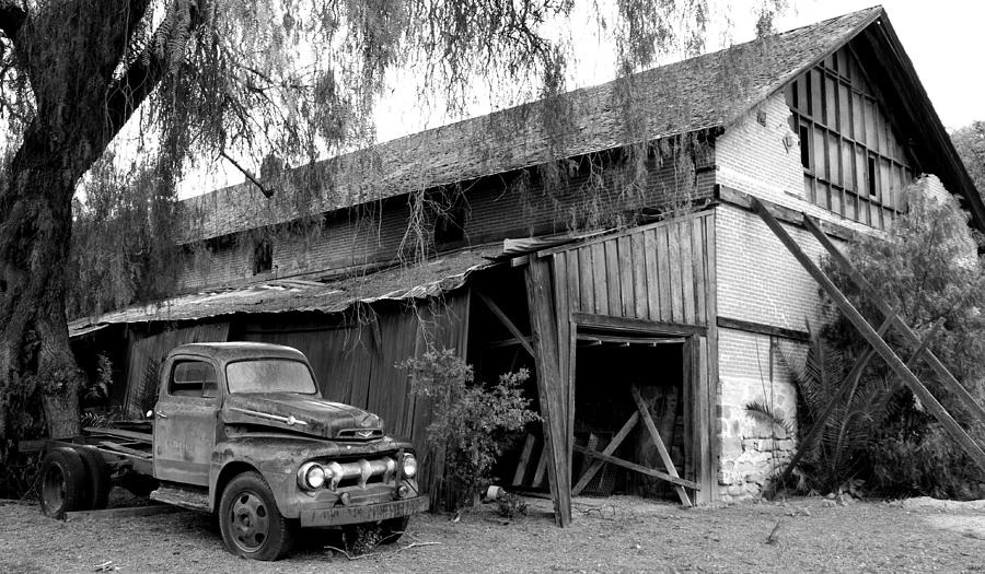 Old Barn Black And White Photograph By Jeff Lowe