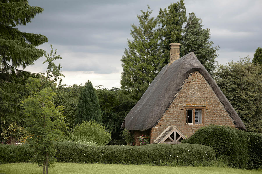 Old english cottage by michael carlucci for Cottage anglais