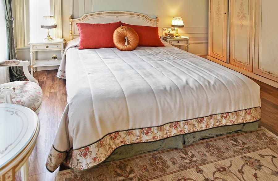 Opulent bedroom for Opulent bedrooms