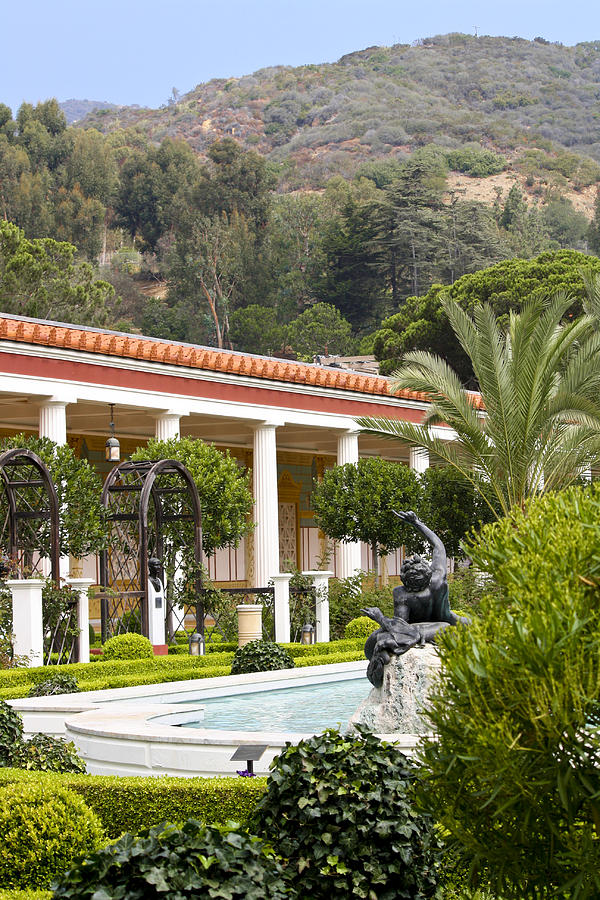 Outer peristyle garden getty villa by keith mucha for Outer garden